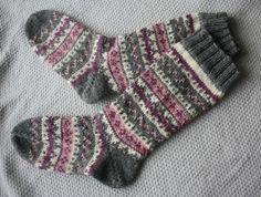 kirjoneulesukat - Google Search Knitting Videos, Knitting Charts, Knitting Socks, Hand Knitting, Knitting Patterns, Knit Stockings, Stocking Tights, Handgestrickte Pullover, Sock Leggings