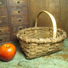 Granny's Charming Small Splint Farmhouse Gathering Basket #HannahsHouseAntiques #Primitives https://www.rubylane.com/item/497177-9350/Grannyx27s-Charming-Small-Splint-Farmhouse-Gathering