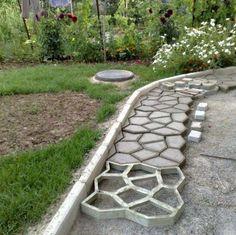 décoration jardin pas cher - allée en béton à faire soi-même