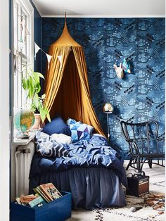 krickelin_barnrum_childrens_room_blue_tapet_wallpaper_Foto_Andrea_Papini - Rooms Inn The House Bohemian Bedrooms, Blue Bedroom, Girls Bedroom, Diy Bedroom, Bedroom Ideas, Decoracion Vintage Chic, Kid Spaces, Small Spaces, New Room