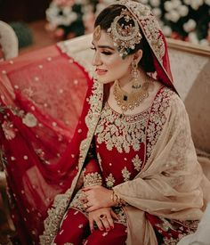 Pakistani Brides Are Setting Some Serious Bridal Goals Pakistani Bridal Jewelry, Bridal Mehndi Dresses, Pakistani Wedding Outfits, Bridal Dress Design, Pakistani Wedding Dresses, Bridal Outfits, Bridal Lehenga, Bridal Style, Bridal Jewellery
