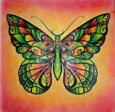 """papillon issus du livre """"magique jungle """" de johanna basford Réalisé aux prismacolor  blender et le fond en pastel sec"""