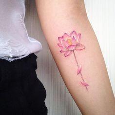 Lotus  곧게 피어난 연꽃입니다.  #tattoo #tattooistmuha #lotus #flowertattoo #타투 #꽃타투 #연꽃타투 #옥토버스카이 #무하