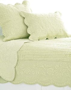 This color makes me happy... #PineConeHillOutlet Fanny Sage Quilt
