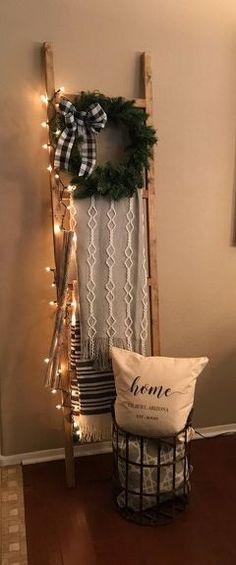 Upcycled Crafts Christmas Home Decor - DIY Christmas Blanket Ladder.