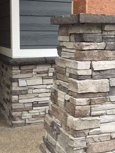 Rocky Mtn Northern Ledge Panels - a nice contrast wainscott Siding Colors, Exterior Paint Colors, Exterior House Colors, Exterior Design, House Siding, House Paint Exterior, House Front, Stone Front House, Brick And Stone