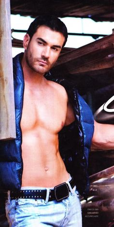 Higher resolution picture of David Zepeda at 909x1367 uploaded by clarisse35