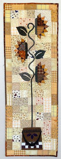 Needles 'n' Knowledge: Tall Sunflowers Quilt Tutorial for Silhouette Design Summer Quilts, Fall Quilts, Quilted Table Toppers, Quilted Table Runners, Small Quilt Projects, Quilting Projects, Skinny Quilts, Sunflower Quilts, Primitive Quilts