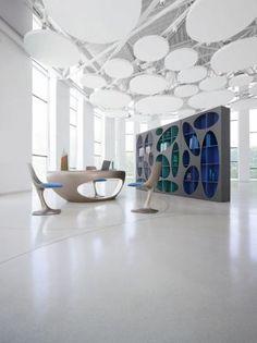 Bibliothèque DENIA - Roche Bobois <br>Structure en panneaux de particules, intérieur, côtés et façades en laque (nombreux coloris).  Eclairage par Led.