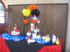 candy station dessert table Angry birds space android app game #Guatemala mesa de postres buffet de dulces pinata paper pompons ponpones de papel de china