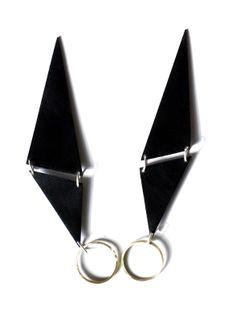 """CHAOS"" rings: colored metal, silver, brass, Jewelry designer:Paulina Makowska / SZMER-craft Projektantka: Paulina Makowska / SZMER-craft"