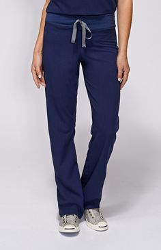 These women's Livingston scrub pants make it through intense shifts with yoga-inspired comfort. Part of FIGS' Technical collection of tailored-fit scrubs. Scrubs Outfit, Scrubs Uniform, Pilates, Stylish Scrubs, Cute Scrubs, Medical Uniforms, Yoga Pants Outfit, Scrub Pants, Leg Scrub