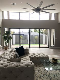 Phoenix AZ Homes and Real Estate - Keller Williams Living Room Designs, Living Spaces, Interior And Exterior, Interior Design, Living Room Decor Cozy, Fancy Houses, Luxury Homes Dream Houses, First Apartment, Living Room Remodel