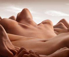 Panorami di donne e uomini nudi #bodyart #arte #fotografia #nudo