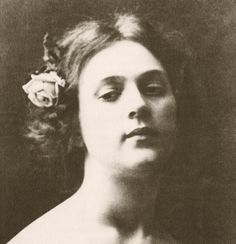 Loie Fuller (1862-1928), pioneer of both modern dance and theatrical lighting techniques.