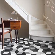 Wykładzina  Cube-It Cubes Black & White  #podłoga #floor #elastyczna #elastyczny #elastic #wykładzina #ideas #home #dom #cubes #interior #design #pattern #black #white #grey #czarny #biały #szary #geometry #geometria #figury #geometryczne #waiting #room #hol #hall #przedpokój #poczekalnia #stairs #schody #minimalizm #minimalism #white #beige #warm
