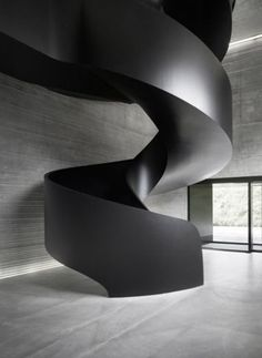Contemporary sweeping staircase. #modern #architecture #luxury More #modernarchitectureblack