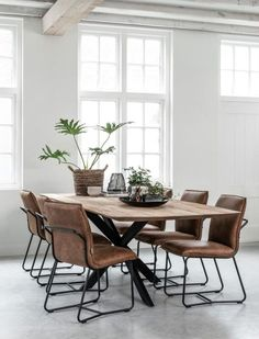 Een eettafel is onmisbaar in huis, met dit idee in het achterhoofd kun je bij ons een op maat gemaakte tafel geheel naar eigen stijl laten maken, het is ook mogelijk om een eigen ontwerp voor jouw eettafel bij ons aan te kaarten, zo zal de eettafel een eyecatcher worden in jouw woning. Een tafel is tegenwoordig lang niet alleen meer alleen een meubel om aan te eten, met een maatwerk eettafel van Robuuste Tafels heb je een tafel naar wens. Bekijk meer op onze site!