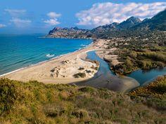 Plage de l'Ostriconi, sur la commune de Corsica - Plages de Haute Corse - Palasca Haute Corse, dans l'anse de Peraiola, à l'Est de la très touristique plage de l'Ostriconi, à la limite occidentale du désert des Agriates.