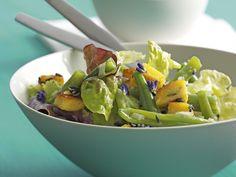 Sommersalat mit Lavendelpolenta-Croûtons Polenta, Sprouts, Potato Salad, Side Dishes, Potatoes, Vegetables, Ethnic Recipes, Food, Parfait