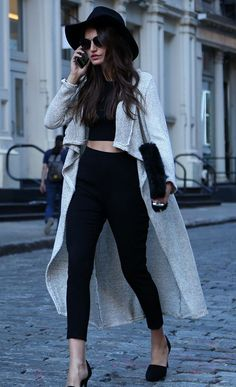 drape cardigan and crop top Chic Fall Streetstyle, High Waist, Crop Tops, Fashion Styles, Crop Top Outfits Long Coats, Street Style, Street Fashion Chic Hats, Sexy Black Outfit, Black Long Cardigan Outfit