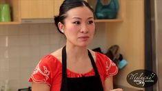 Malaysia Kitchen Australia ambassador Poh Ling Yeow cooking a classic Malaysian dessert called Kuih Dadar or pandan crepes stuffed with coconut. Malaysian Cuisine, Malaysian Food, Malaysian Dessert, Cocktail Videos, Pudding Desserts, Asian Desserts, Pancakes And Waffles, Dessert Drinks, Puddings