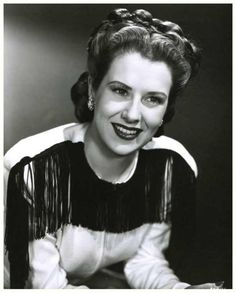 Ruth WARRICK '40 (29 Juin 1915 - 15 Janvier 2005)was an American singer, actress and political activist, best known for her role as Phoebe Tyler on All My Children, which she played regularly from 1970 until her death in 2005.  She celebrated her 80th birthday by attending a special screening of Citizen Kane.Phoebe died off screen on January 15. Phoebe's funeral was aired May 12, 2005.
