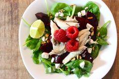 """Een aantal van mijn favoriete ingrediënten in een salade verzameld: makreel, frambozen en rode biet. Los van elkaar zijn ze lekker, maar in combinatie vind ik ze eigenlijk nóg lekkerder! En wist je al dat deze drie producten niet alleen heel lief zijn voor je gezondheid, maar ook enorm goed... <a href=""""http://cottonandcream.nl/salade-met-makreel-frambozen-en-rode-biet/"""">Read More →</a>"""