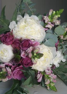 Pretty, informal, garden style bouquet by the Divine Flower Company