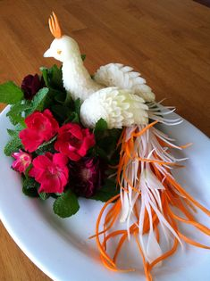 Orange n White Peacock - Food Carving Ideas Veggie Art, Fruit And Vegetable Carving, Veggie Food, Food Design, Amazing Food Art, Creative Food Art, Food Sculpture, Fruit Sculptures, Food Garnishes