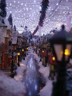 Maquette de noël 2010 - Maquette de noël lemax. GREAT ideas for Christmas Village displays