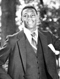 MICHAEL JORDAN Michael Jordan Basketball, Jordan 23, Air Jordan, Photos Michael Jordan, Vanity Fair, Chigago Bulls, Basketball Shorts Girls, Jeffrey Jordan, Young Celebrities