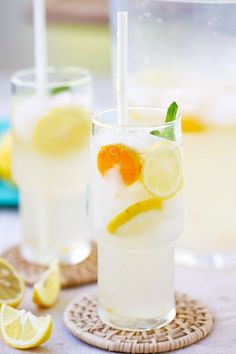 Coconut Water Lemonade - amazing and refreshing lemonade made with coconut water and fresh lemon juice. The best lemonade recipe ever! by Katy Cagney Good Lemonade Recipe, Best Lemonade, Healthy Lemonade, Refreshing Drinks, Summer Drinks, Cocktail Drinks, Lime Drinks, Juice Smoothie, Smoothie Drinks