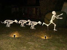 Decorating for Halloween is great fun. But don't waste your time and money on Halloween decorations for your space. Use skeleton as your Halloween ideas to make the best one. Halloween Prop, Halloween Outside, Halloween 2016, Diy Halloween Decorations, Holidays Halloween, Halloween Crafts, Happy Halloween, Halloween Stuff, Halloween Yard Ideas