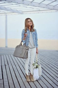 Katarzyna Tusk looks ultra casual here in a cute denim jacket and a pair of classic white skinny jeans. Nude and neutral accessories are the perfect match to this cute and easy spring look! Jacket/Jeans: Mango, Boots: Zara, Top: GAP.