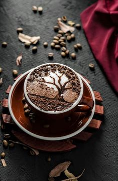 Image about heart in Coffee and Chocolate by Shorena Ratiani Coffee Latte Art, Coffee Cafe, Coffee Drinks, Coffee And Books, I Love Coffee, Hot Coffee, Good Morning Coffee, Coffee Break, Mein Café