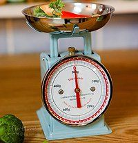 Love this mini kitchen scale. So retro!