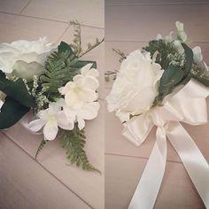 * * #ケーキナイフ装花 作りました‼︎ * ケーキナイフ用のお花も節約 * お花はいくらでも節約できる!! * * ケーキナイフ用のお花はシンプルに、、 そして、、 ユザワヤで安くなっていた造花を買いました * * リボンも安くなっていたのでそれを買って、 自分で自己流のリボン作りました❤️ * * リボンの作り方これであってんのか知らないけど…笑 * グーグル先生に聞きたいけど… 制限かかってしまったから * * 結婚式まであと少し… 作るものまだまだあります 頑張ります * * #えりぴDIY #ぷれ花嫁 #プレ花嫁 #結婚式準備 #DIY #花嫁DIY #2016春婚 #2016swd #2016春挙式 #20160604 #2016wedding  #花嫁0604 #6月4日挙式 #ウェディングハイ #マリッジピンク #第4期ウェディングソムリエアンバサダー #第4期ジュニアアンバサダー #ウェディングソムリエアンバサダー ------------------- 節約&DIYをがんばるプレ花嫁さんを応援したい❤️...