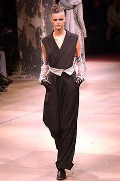Yohji Yamamoto - Fall 2003 Ready-to-Wear - Look 10 of 40