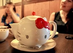 Hello Kitty High Tea Pot - A Hello Kitty teapot <3 You could choose between 3 kinds of tea (regular, green or jasmine) and press a little button if you wanted a refill. We pressed it 3 times in total, since we had a lot to talk about, I guess it drove the waiter a little crazy ;)