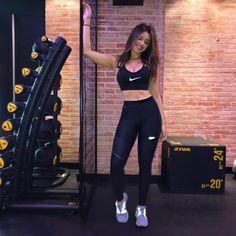 Sport Girl, Fitness Fashion, Sporty, Girl Fashion, Gym Workouts, Pants, Ideas, Style, Ladies Fashion