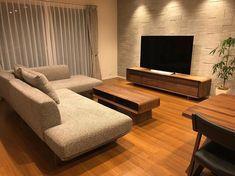 pekoro-homeさんはInstagramを利用しています:「. この綺麗な状態はいつまで続くのでしょう⠒̫⃝⠒̫⃝ . #セキスイハイム#スマートパワーステーション#マイホーム計画中の人と繋がりたい#マイホーム記録#注文住宅 #エコカラット#ヴァルスロック#テレビボード#カリモク#カリモクソファ#観葉植物#観葉植物のある暮らし#パキラ」 Living Room Tv Unit Designs, Living Room Sofa Design, Home Room Design, Dream Home Design, Modern House Design, Home Living Room, Living Room Decor, Inside Tiny Houses, Tiny House Furniture
