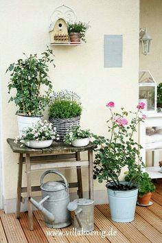 I love this little table to put flowers on ♥ Garden Design Container, Gardening flowers, Container G Container Flowers, Container Plants, Container Gardening, Balcony Garden, Garden Pots, Balcony Ideas, Little Gardens, Garden Cottage, Porch Decorating
