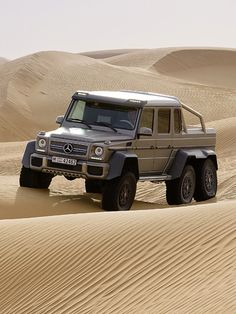 Mercedes Benz G63 AMG 6x6 Pick up offroad http://www.autorevue.at/aktuell/mercedes-benz-g63-amg-6x6-news-pick-up.html