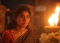 Sai Pallavi Hd Images, Beautiful Heroine, Hema Malini, Light Background Images, Malayalam Actress, Hyderabad, Celebrity, Angel, Actresses