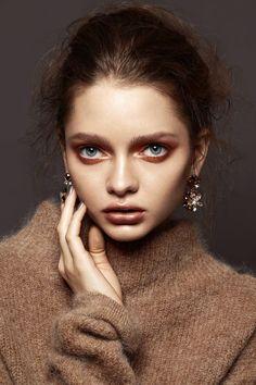 bfa35559750 12 Best maquillage robe noire images