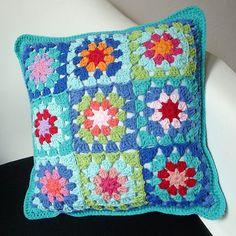 Crochet Pillow Patterns Free, Easy Crochet Blanket, Crochet Flower Patterns, Crochet Designs, Crochet Home, Crochet Crafts, Crochet Projects, Knit Crochet, Crochet Lace Edging