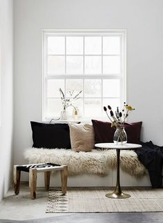 Living Space Too Small? Try These Hacks To Squeeze In More Storage Room color ideas Modern interior design Living room ideas modern Living room inspiration Purple living room Teal living room ideas Chic Fall Home Decor, Autumn Home, Home Decor Bedroom, Cheap Home Decor, Diy Home Decor, Home Decoration, Decoration Design, Master Bedroom, My Living Room