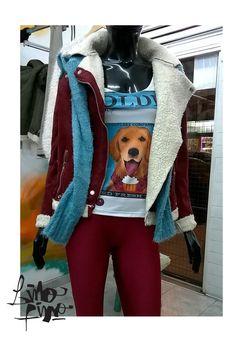 calza bordó + remera golden + campera con corderito + sweater monkey