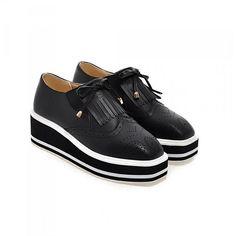 Brogue Platform Loafers (1.900 RUB) ❤ liked on Polyvore featuring shoes, loafers, black loafers, platform loafers, kohl shoes, platform brogues and brogue shoes
